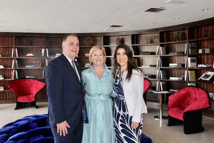 Preferred Hotels & Resorts - trio de executivos