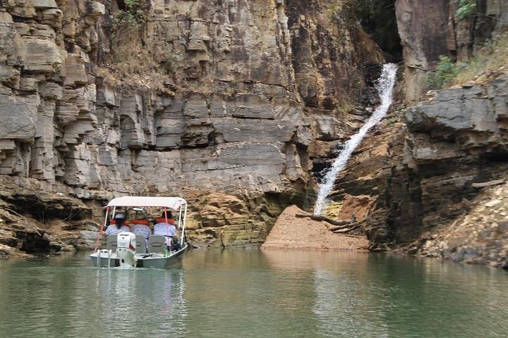 Carmo do Rio Claro - cachoeira véu de noiva